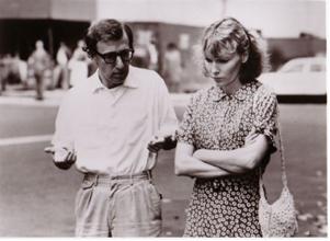 """Woody Allen e Mia Farrow em """"Hannah e suas irmãs"""". Foto do site IMDb. Clique para ampliar"""