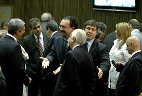 Vereadores na sessão que aprovou o Orçamento 2010. Foto: RenattodSousa