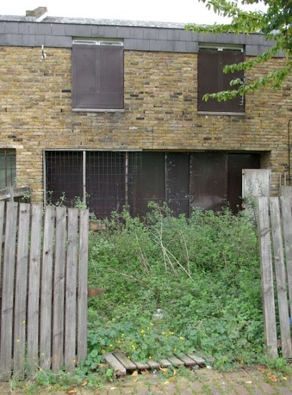 Photo of derelict house of Myatts North Estate