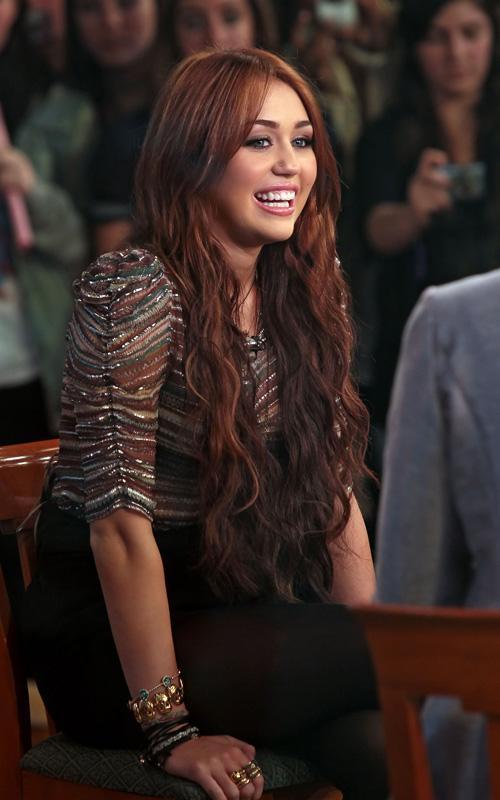 Miley Cyrus: La Música Country se siente Artificial Miley-gma-032210-3