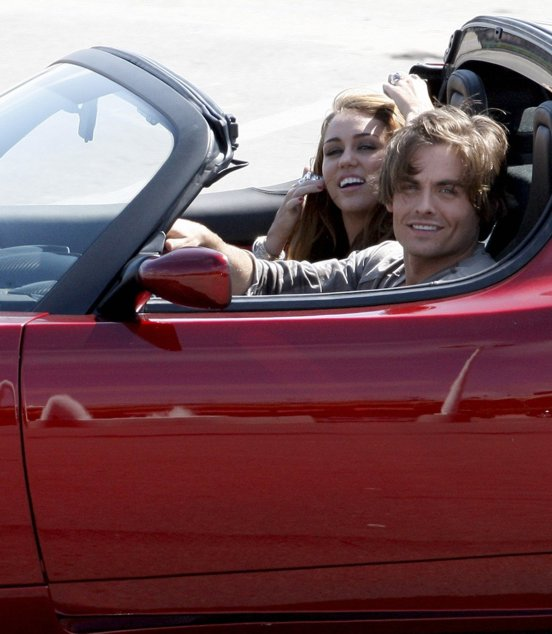 Miley!!! GRAN GRAN beso!!! con Kevin Zegers Miley-video-nafia-hot-beso-bdlt-7