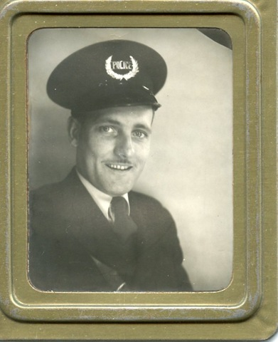 [zoomed picture of Dad in uniform[2].jpg]