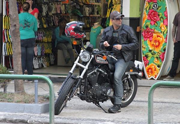 20100630: RIO DE JANEIRO, BRAZIL: Controversial BBB 10 (10th Big Brother Brazil) winner Marcelo Dourado was pictured riding his new motobike as he was arriving at Arpoador, in Rio de Janeiro, to make a new tattoo. Photo: Gabriel Reis/ByteBeach/Brainpix *** Local Caption *** 20100630: RIO DE JANEIRO, BRASIL: O controverso vencedor do BBB 10 (10ª edição do reality show Big Brother Brazil) Marcelo Dourado foi fotografado a chegar ao  Arpoador, no Rio de Janeiro, na sua nova mota para fazer mais uma tatuagem. Foto: Gabriel Reis/ByteBeach/Brainpix