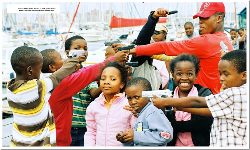 2,000 Durban pupils playing 'execution' at Durban Marina Oct 17 2008 Whitey Smith pic