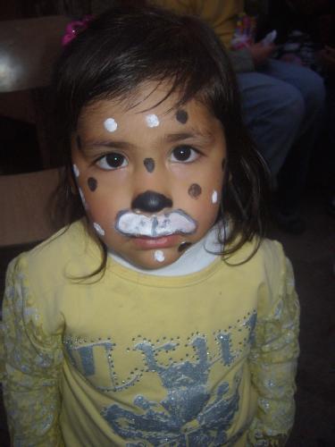 niño con la cara pintada