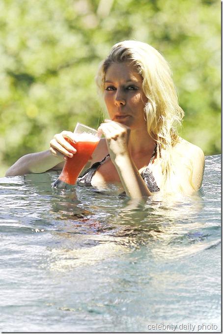 heidi-montag-bikini-in-costa-rica (1)