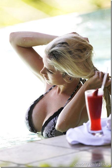 heidi-montag-bikini-in-costa-rica (6)