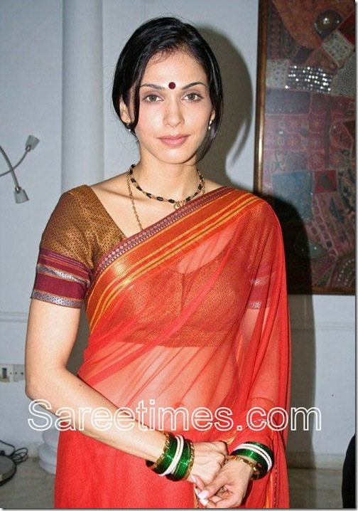 Isha_Koppikar_Red_Saree