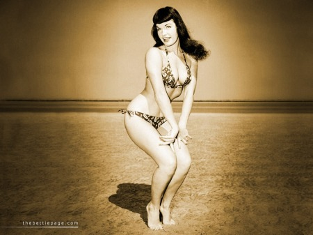 bettie_page_beach02