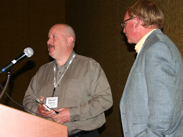 Robinson Prize winner Michael Roehrman (left) of the Wichita Eagle with presenter Alex Cruden