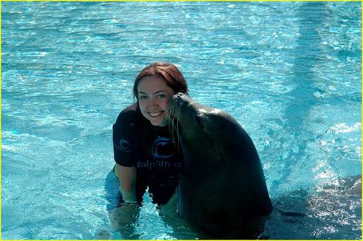 miley-cyrus-atlantis-sea-lion-07.jpg