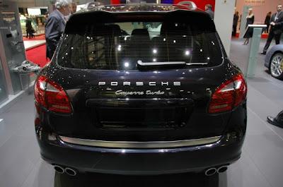 2011 Porsche Cayenne Hybrid and Turbo-03.jpg