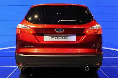 2012 Ford Focus Wagon-03.jpg