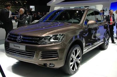 2011 Volkswagen Touareg-01.jpg