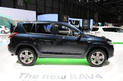2011 Toyota RAV4-04.jpg