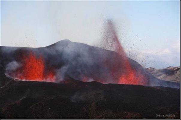 Uma erupção do vulcão islandês (2)