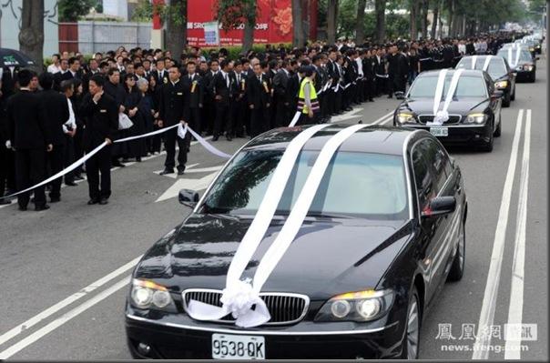 funeral de chefe de máfia de Taiwan (11)