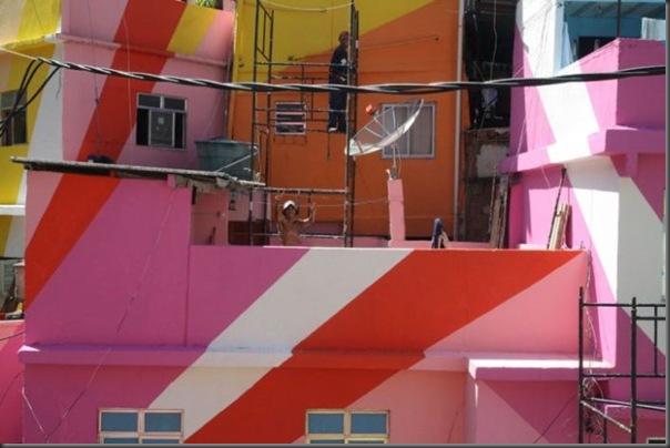 Pinturas coloridas na Favela de Santa Marta no RJ (4)
