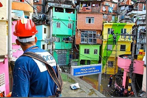 Pinturas coloridas na Favela de Santa Marta no RJ (8)