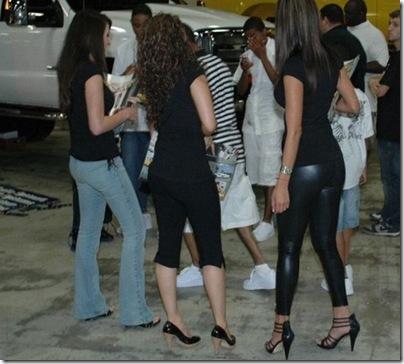 Garotas com calças super apertadas (16)