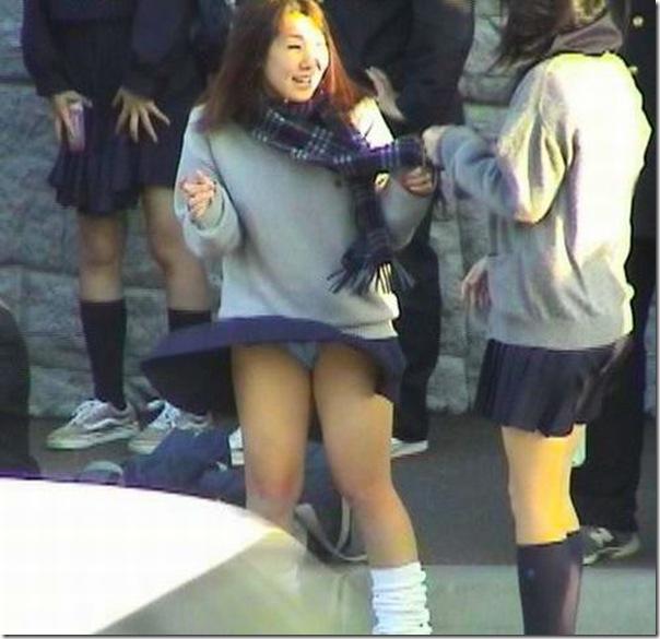 Belas garotas de mini saia   vento = Uma combinação perfeita (19)