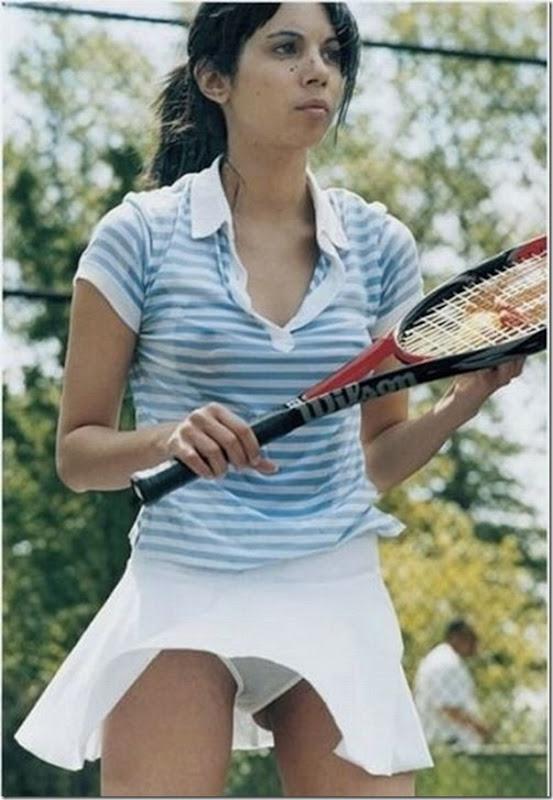 Belas garotas de mini saia   vento = Uma combinação perfeita (42)