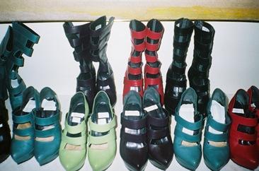 shoes-1 via teenvoge