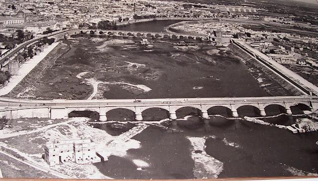 Vista de la cantera entre el puente viejo y el nuevo