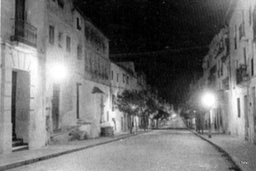 Calle de la Feria y su fuente de noche
