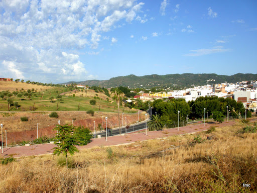 Barrio del Naranjo, sierra y un lateral del Parque de la Asomadilla.