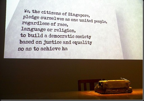 800px-Singapore_National_Pledge_at_the_National_Museum,_Singapore_-_20100720