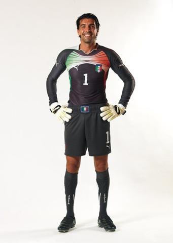 buffon-camiseta-grigia-puma-2010