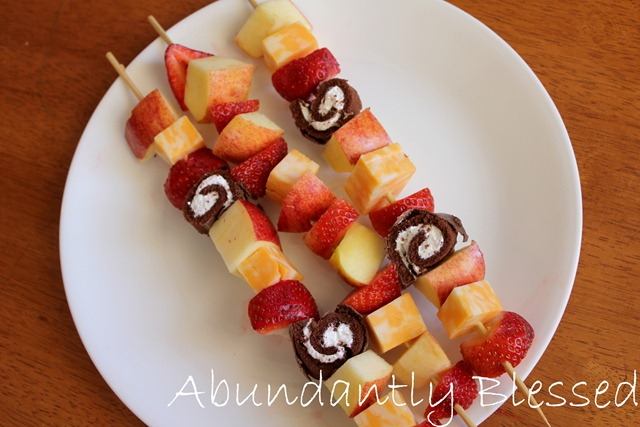 this joyful life: Fun Kids Snack: Fruit and Cheese Kabobs