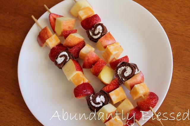 this joyful life: Fun Kids Snack: Fruit and Cheese Kabobs