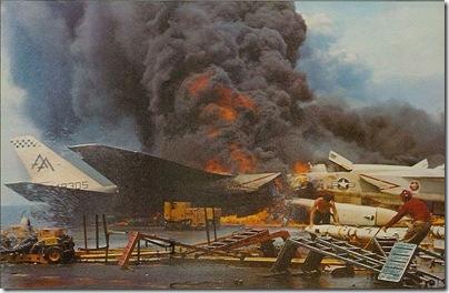 800px-USS_Forrestal_fire_RA-5Cs_burning_1967