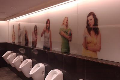 Banheiro de um Shopping Center - Praga - República Tcheca