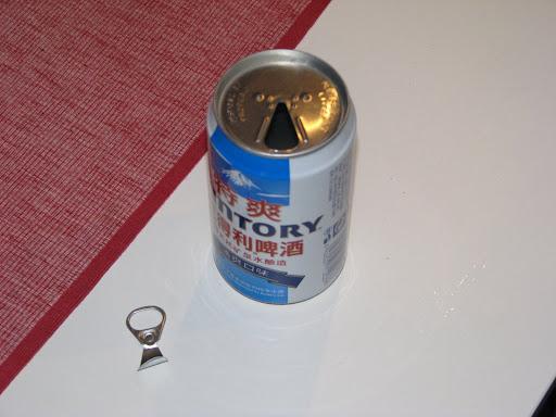 Lata de bebida con anilla separada