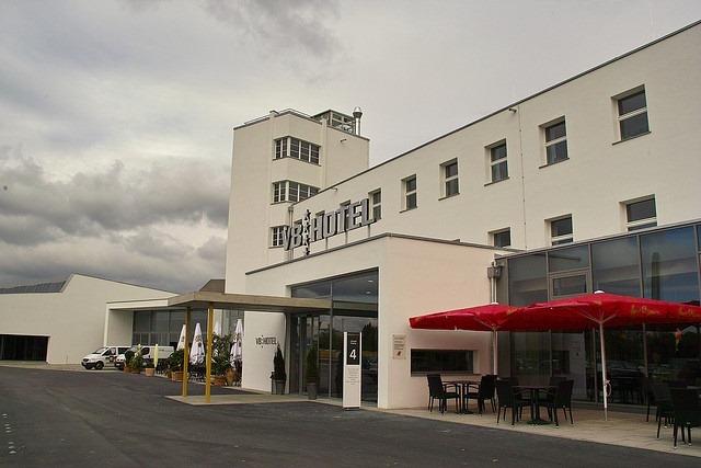 v8-hotel (5)