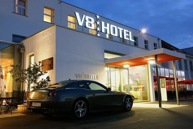 v8-hotel (6)