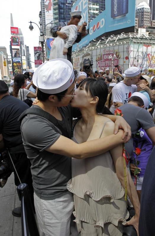 time-square-kiss (8)
