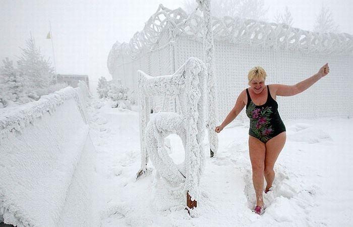 winter_swimming_in_siberia_10
