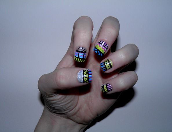 PSYCHEDELIC AZTEC NAILS 2