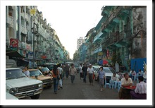 Typowa ulica w Yangon