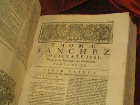 Principio del primer libro, con orla.