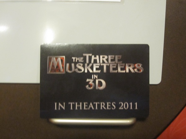 three_musketeers_3d_logo_magnet_photo