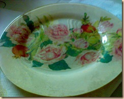 piatto decoupage rose sfondo avorio