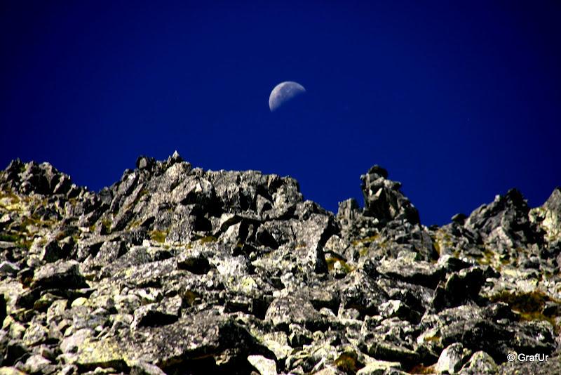Hold a Tátra felett