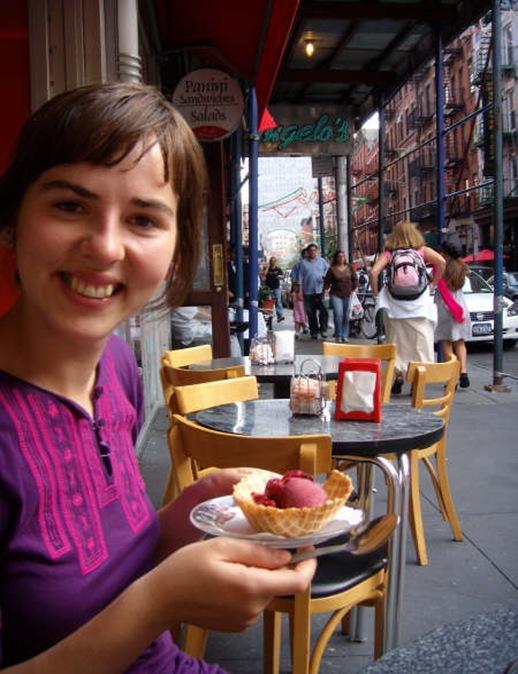 Marta y su helado en little Italy
