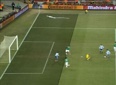 La jugada del primer gol de Argentina, Tevez el autor se encuentra fuera de juego