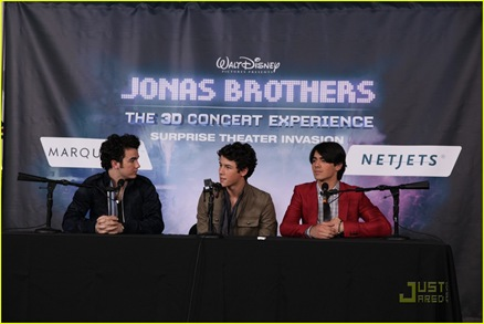 jonas-brothers-surprise-theater-invasion-02